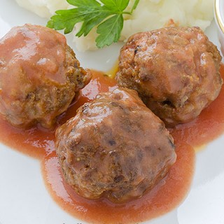 Meatballs With Tomato Sauce - featured