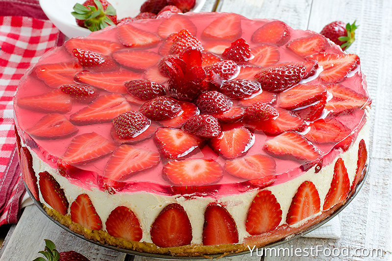 Strawberry Cheesecake - Served