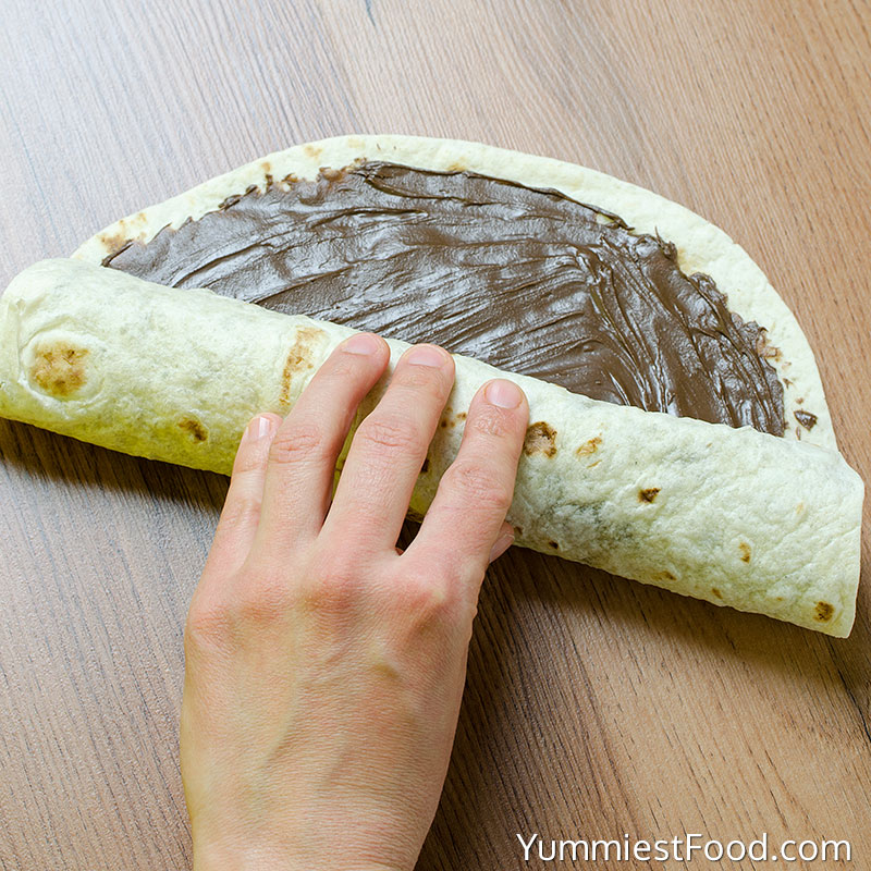 Banana and Nutella Sushi - Making - Step 2
