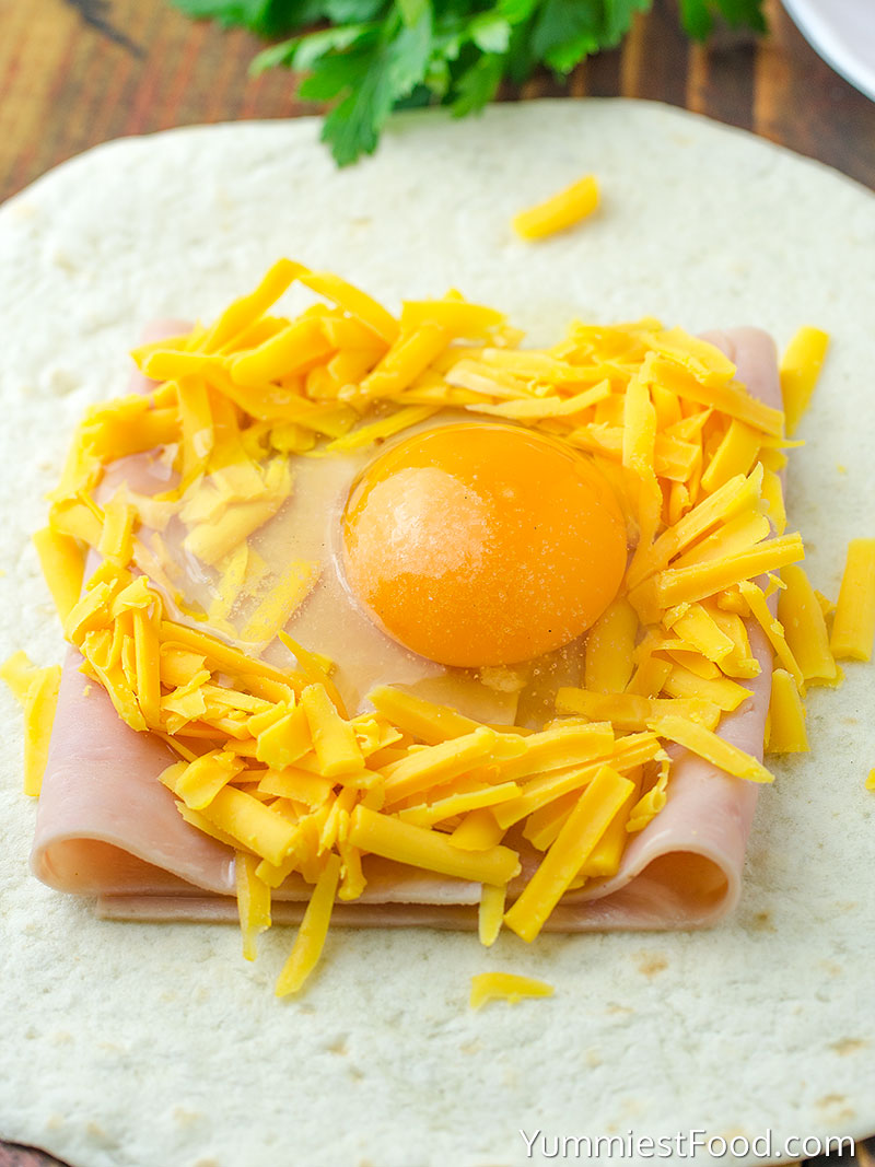 Easy Ham and Cheese Breakfast Pockets - Making - Step 1
