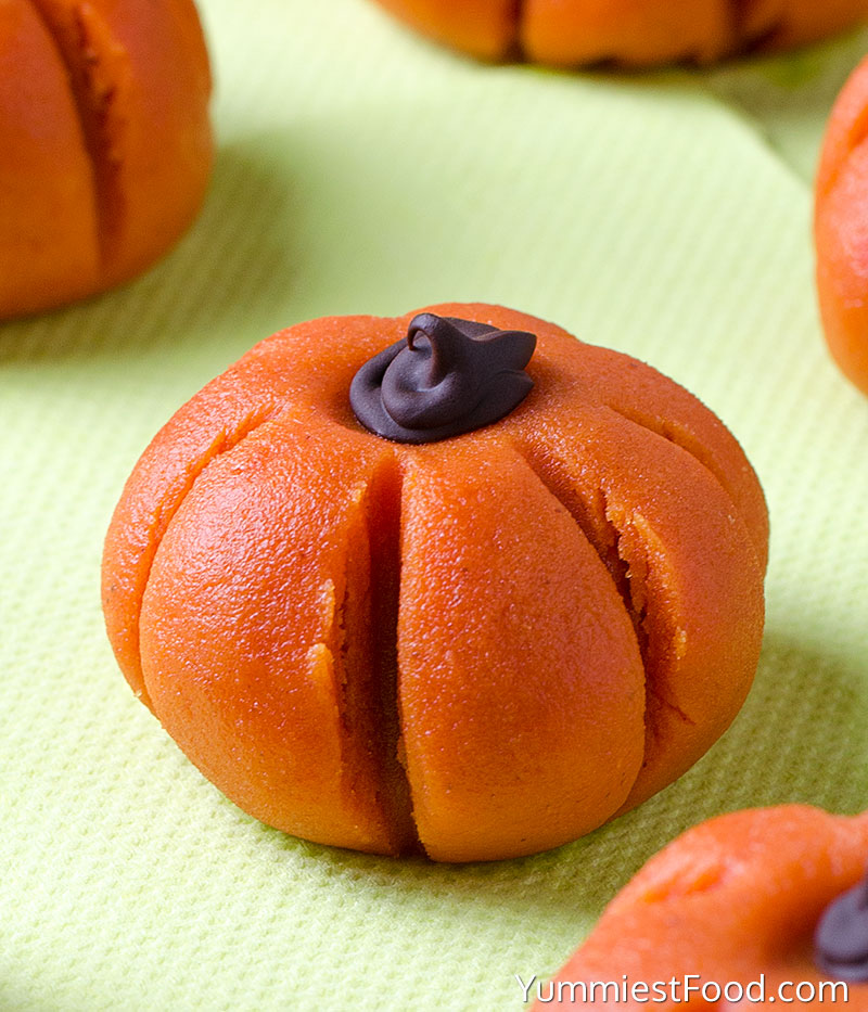 Easy Peanut Butter Pumpkin No-Bake - at the table