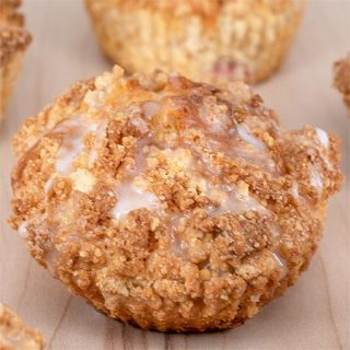 Crumb Cake Strawberry Muffins